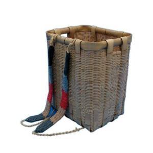 草刈り後や落ち葉集めに活用ください。サイズ 横(背負い紐側)約38cm×縦約28cm×高さ約46cm