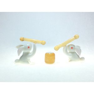 ウサギのお餅つきセット(白) 干支 ガラス細工 雑貨 置物|enoshimahook