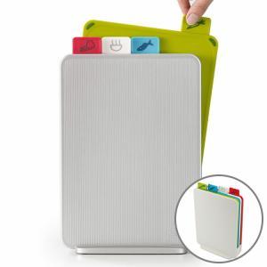 食材ごとに使い分けが出来るインデックス付まな板の縦型スリムタイプ。