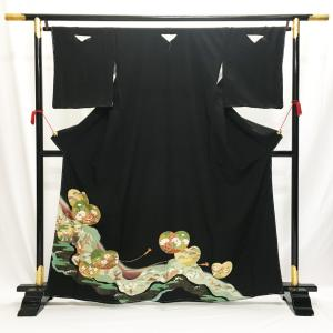 留袖 中古 No.2011 黒 薄緑 菊 束ね熨斗柄 ウエディング ブライダル 結婚式 婚礼 仲人 USED リサイクル 黒留袖 丸に抱き茗荷|eriko