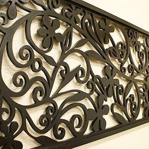 モダンな木製壁掛けのアートパネル  リゾートデザインとスタイリッシュなブラックカラーで、壁に掛けるだ...