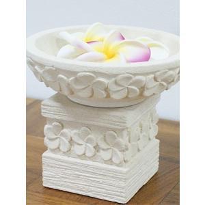バリ島のホテルやスパで見かけるプルメリアの睡蓮鉢!!  バリ島の職人による手彫りのレリーフです。  ...