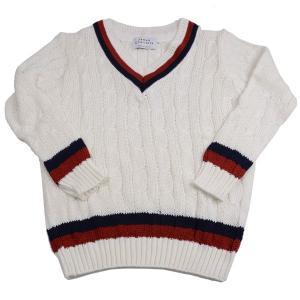 イギリス発祥のスポーツ、クリケットの試合で選手が着たのが始まりで、ラインの色はそれぞれのチームカラー...