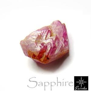 サファイアは「ダイヤモンド・ルビー・エメラルド」と並ぶ世界四大宝石としても有名で、その深く美しいブル...