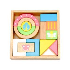 積み上げたり、ブロック同士をぶつけたり、ガラガラの様に振ってみたり、色々遊べるLabyの音積み木です...