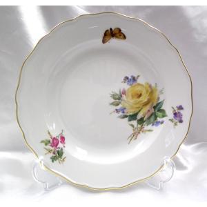 ドイツマイセン社の自然主義技法によって描かれたイエローローズや忘れな草等のお花と蝶のデザートプレー...
