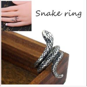 蛇 が指に巻きつくスタイルのインパクト大の デザインリングです。  こちらの スネーク リング は、...