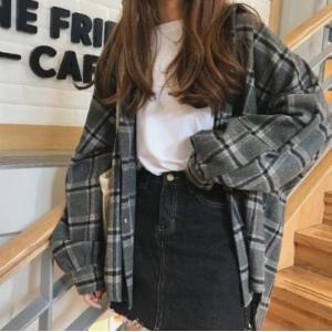 オーバーサイズのチェックシャツ  ☆カラー:グレーチェック ☆サイズ:フリー 着丈(前)77cm、着...