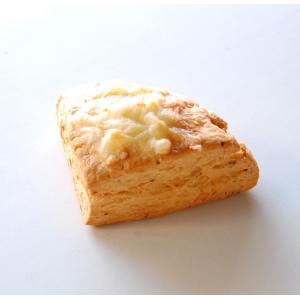 スコーン こんがりチーズ バジル風味|famfam