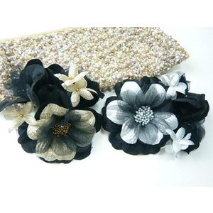 コサージュ&ヘアクリップ2WAY 黒と金 黒と銀 使い回しがきく 造花|familiamia
