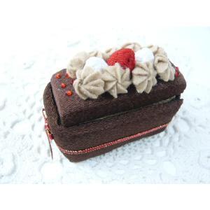 ちりめん細工 情熱の赤がきいてるね赤いリボンのチョコレートボックス 小物入れ デコスイーツ アクセサリーや小物をいれる|familiamia