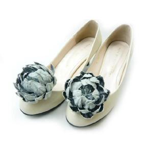 シュ−ズクリップ ボリュームたっぷりなスエード(1足分) 靴飾り シューズアクセサリー 足もと華やか|familiamia