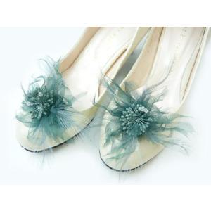 シュ−ズクリップ 靴飾り 羽とオーガンジーとビーズが個性的なシューズクリップ(1足分)|familiamia