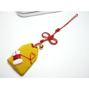 携帯ストラップ ちりめん細工 お守り「縁結びの赤い糸」 日本の縁起物 和小物|familiamia