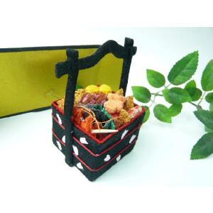 お正月飾り ちりめん細工 おせち 3段重(持ち手付き) 初春の小さな和小物|familiamia