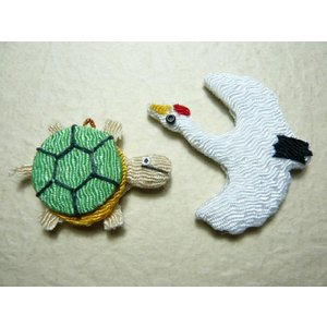 お正月飾り ちりめん細工 鶴亀 1個 和の伝統を楽しむ 伝統工芸の 縁起物で新年を祝う|familiamia