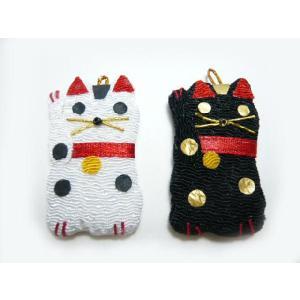お正月飾り ちりめん細工 招き猫 白 黒 1個 和の伝統を楽しむ 伝統工芸 縁起物で新年を祝う|familiamia
