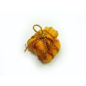 お正月飾り ちりめん細工 俵三個組小  立体 伝統の縁起物 和小物で華やかに新春を祝う|familiamia