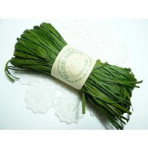 ラフィア モスグリーン(50g) 60110-760 編んだり結んだりの手芸材料として 帽子やバスケットが作れます|familiamia