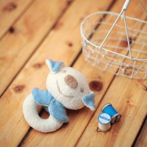 オーガニックコットンなので、デリケートな赤ちゃんにやさしい手作りキットです☆ 愛らしいいぬのがらがら...