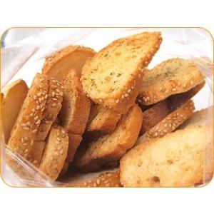フランスパンで作ったラスク。ガーリック、バジル、バターを付けて焼き上げました。
