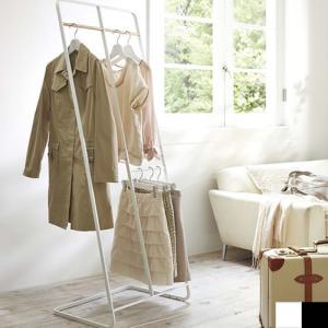 ●リビングやオフィスなど置き場所を選ばないシンプルで機能的なコートハンガー。 ●コート、シャツ、ボト...