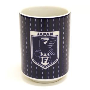 サッカー日本代表オフィシャルグッズ。 ユニフォーム柄をプリントした湯呑み。 ペン立てや小物入れとして...