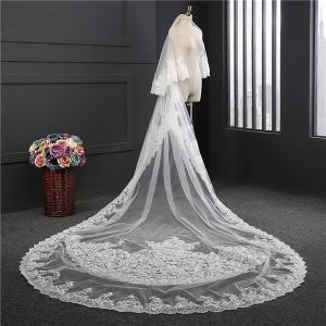 製品の説明 輝いた花嫁にふさわしいウエディングベールです。  ◆サイズ:【長さ約3.5m・幅約1.8...