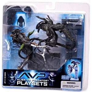 マクファーレントイズ McFarlane Toys フィギュア おもちゃ Alien vs Predator Alien vs. Predator Movie Playsets Alien Attacks Predator Action Figure Set|fermart-hobby