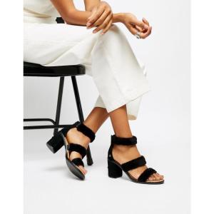 アグ UGG レディース サンダル・ミュール シューズ・靴 Del Rey Black Triple Strap Fluffy Heeled Sandals Black|fermart-shoes
