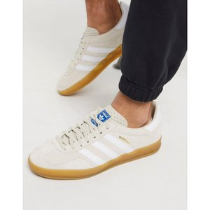 アディダス adidas Originals メンズ スニーカー シューズ・靴 gazelle indoor trainers in sand with gum sole ベージュ|fermart