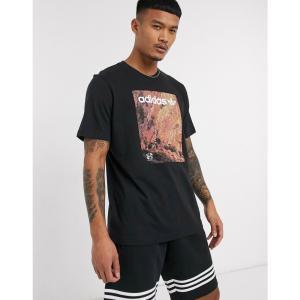 アディダス adidas Originals メンズ Tシャツ トップス t-shirt with adventure graphic print in black ブラック|fermart