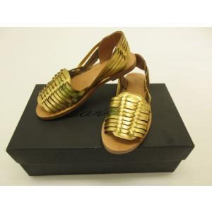 商品説明 キラキラ輝くゴールドがお洒落☆編み込みデザインのローヒールで軽く履き心地の良いサンダルです...