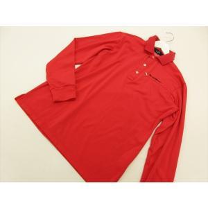 商品説明 ポケットのファスナーがさり気ないアクセント、首元の隠れたカラーリングもお洒落なポイントです...
