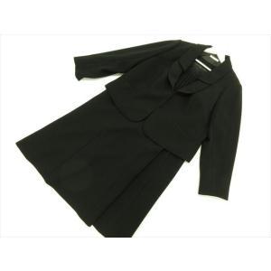 商品説明 ジャケットはカギホック留め、裏地付きです。ワンピースは袖がシフォンで、フロントにはレースが...