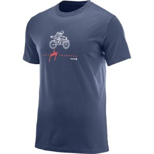 L39758800 OUTDOOR GRAPHIC SS TEE M DRESS BLUE  SALOMON メンズ Tシャツ 半袖  (SAM)|fieldboss