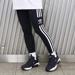 アーカイブにインスピレーションを受けたこのタイツは、adidasの名作に新たなひねりを加えている。両...