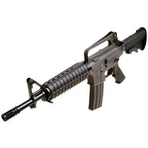 映画「ブラックホークダウン」でデルタフォース隊員達が使用していたM16A2のコマンドカービンタイプ。...