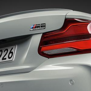 BMW F87 M2Competitionに装着の純正リアトランクエンブレムです。 安心高品質の純正...