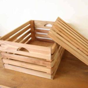 ありそうでないふた付きの木箱、ボックス。フタと木箱側面がすのこ状になっているので通気性は抜群。 ワイ...