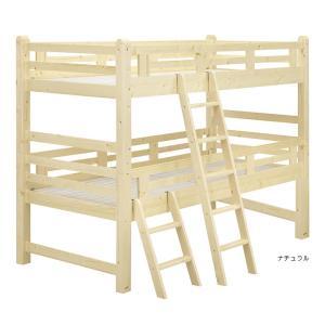 ベッド下の余裕の高さのフリースペースを有効活用。木肌が優しいパイン材の温もりのある2段ベッド。7セン...