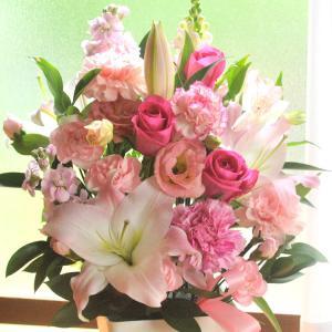 ユリと旬のお花を使ったお祝いアレンジメント 即日発送 あすつくの花ギフト|fkjiyugaoka