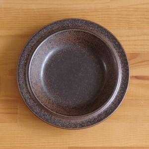 フィンランドの陶器メーカー ARABIA のスーププレートです。  ざらりとした独特のマットな風合い...