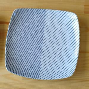 実用的でありながら斬新なデザインで人気の白山陶器のスクエアプレートです。  飽きのこない爽やかなデザ...