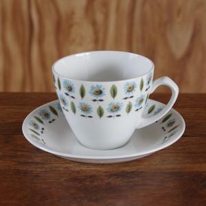 イギリスの陶磁器メーカー J&G Meakin(ミーキン)のカップ&ソーサーです。  カップ...