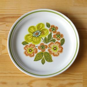 イギリスの陶磁器メーカー Myott(ミヨット)のプレートです。  きみどりやオレンジ色のレトロな花...