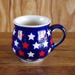ポーランド食器のマグカップです。  ネイビーの地に、赤と白の星が入ったポップなデザインです。  丈夫...