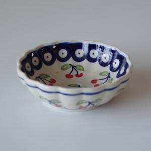 ポーランド陶器のボウルです。  浅めの小鉢くらいの大きさで、デザートやフルーツ、副菜など、 和食でも...