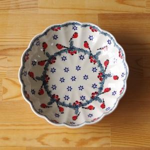 ポーランド陶器のボウルです。  ウェーブの入った浅めのボウルで、程よい深さがあり、 煮物やサラダの盛...