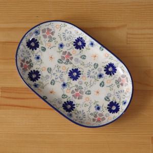 ポーランド陶器のプレートです。  ネイビーやブルー、グレー、白など、落ち着きのある色味で、 いろいろ...